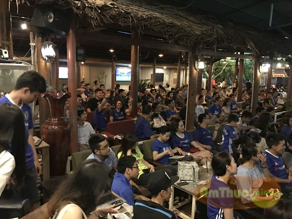 fan chealse hop tai cafe saigon